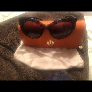 Tory Burch TY7115 cat eye sun glasses.